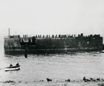 "Flydedokken ved Påø, maj 1945 (overskudskapitel fra ""De uønskede - De tyske flygtninge i Danmark 1945-1949"" - 3)"